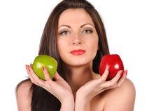 Mujer joven atractiva con la manzana Imagen de archivo