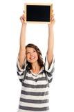 Mujer joven atractiva con la muestra en blanco Fotografía de archivo libre de regalías