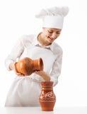 Mujer joven atractiva con los jarros de la arcilla Imagen de archivo