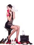 Mujer joven atractiva con los zapatos hermosos foto de archivo libre de regalías