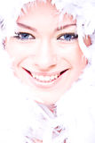 Mujer joven atractiva de risa con el ove de la boa foto de archivo