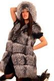Mujer joven atractiva en abrigo de pieles costoso Fotografía de archivo libre de regalías
