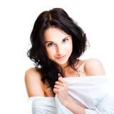 Mujer joven atractiva en blanco Fotos de archivo