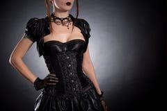 Mujer joven atractiva en corsé victoriano del estilo Fotografía de archivo