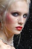 Mujer joven atractiva en estilo del colorete de Moulin Foto de archivo