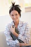 Mujer joven atractiva en pijama Imagen de archivo
