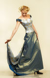Mujer joven atractiva en vestido de noche. Retrato. fotografía de archivo