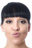 Mujer joven atractiva feliz hermosa con los labios puestos mala cara Fotografía de archivo