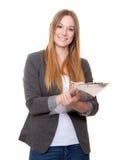 Mujer joven atractiva que hace campaña de la firma Fotos de archivo libres de regalías