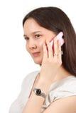 Mujer joven atractiva que llama por el teléfono móvil Foto de archivo