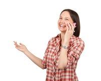 Mujer joven atractiva que llama por el teléfono móvil fotos de archivo
