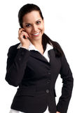 Mujer joven atractiva que llama por el teléfono móvil Fotografía de archivo