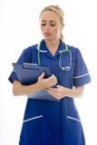 Mujer joven atractiva que presenta como un doctor o enfermera Foto de archivo