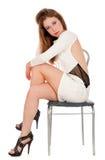 Mujer joven atractiva que presenta en estudio Fotografía de archivo