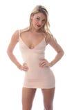 Mujer joven atractiva que presenta en Mini Dress apretado corto Imagen de archivo