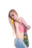 Mujer joven atractiva que presenta para el lanzamiento de la moda Imágenes de archivo libres de regalías