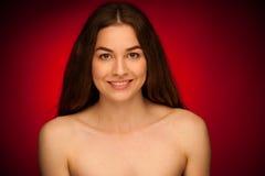Mujer joven atractiva - retrato de la belleza de un brunett joven lindo Fotos de archivo libres de regalías