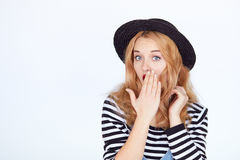 Mujer joven atractiva sorprendida chocada fotos de archivo libres de regalías