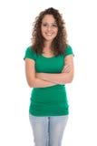 Mujer joven bastante aislada en isolat verde de la camisa y de los tejanos Foto de archivo libre de regalías