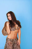 Mujer joven bien proporcionada en la manera del verano Imagen de archivo libre de regalías