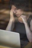 Mujer joven cansada fotografía de archivo libre de regalías