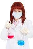 Mujer joven - científico con los reactivo químicos Fotos de archivo libres de regalías