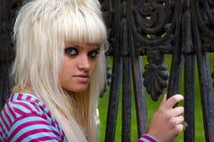 Mujer joven cobarde Foto de archivo libre de regalías