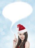 Mujer joven como duende divertido de la Navidad con el espacio en blanco arriba Fotos de archivo