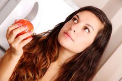 Mujer joven con Apple Fotografía de archivo libre de regalías