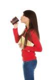 Mujer joven con café y el cuaderno Fotos de archivo