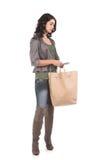 Mujer joven con compras y efectivo Imagen de archivo