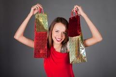 mujer joven con cuatro bolsos shoping Fotografía de archivo libre de regalías