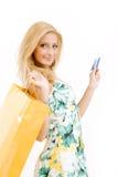 Mujer joven con de la tarjeta de crédito Fotografía de archivo