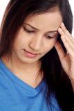 Mujer joven con dolor de cabeza Fotografía de archivo