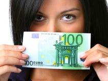 Mujer joven con el billete de banco euro Fotos de archivo