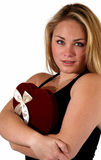 Mujer joven con el caramelo de la tarjeta del día de San Valentín foto de archivo libre de regalías