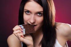 Mujer joven con el chocolate Imágenes de archivo libres de regalías