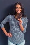Mujer joven con el chocolate Imagen de archivo libre de regalías