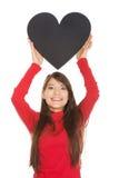 Mujer joven con el corazón hecho del papel Fotografía de archivo libre de regalías