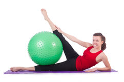 Mujer joven con el ejercicio de la bola Fotografía de archivo libre de regalías
