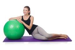 Mujer joven con el ejercicio de la bola Foto de archivo libre de regalías