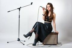 Mujer joven con el micrófono Imagen de archivo libre de regalías