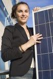 Mujer joven con el panel solar Imagen de archivo libre de regalías
