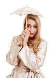 Mujer joven con el paraguas del cordón Imagen de archivo libre de regalías