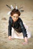 Mujer joven con el peinado creativo Imagen de archivo