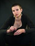 Mujer joven con el pelo corto Imagenes de archivo