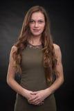 Mujer joven con el pelo oscuro largo Fotografía de archivo libre de regalías