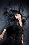 Mujer joven con el pelo que agita Fotos de archivo libres de regalías