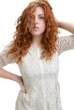 Mujer joven con el pelo rojo Fotografía de archivo