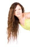 Mujer joven con el pelo trigueno largo imagen de archivo